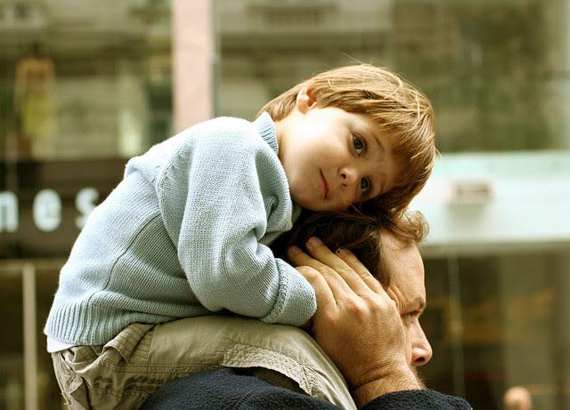 πατέρας παιδί ασφάλεια ανατροφή