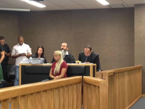 Adriana é julgada pela acusação de mandar matar marido, ganhador da Mega-Sena (Foto: Narayanna Borges/Inter TV)