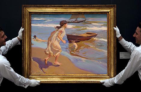 El óleo 'Niña entrando en el baño' (1917).   Efe