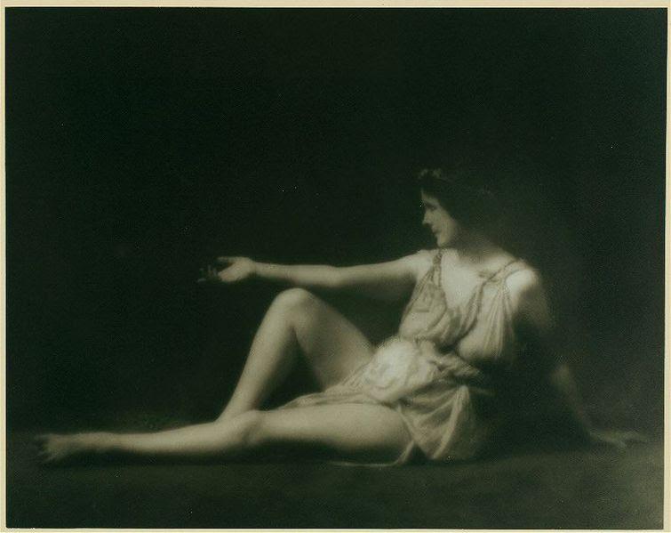 Arquivo: Isadora Duncan 1.jpg