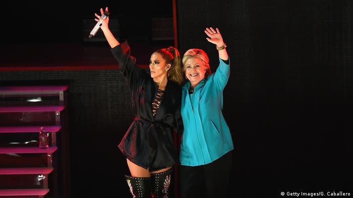 USA Jennifer Lopez und Hillary Clinton (Getty Images/G. Caballero)