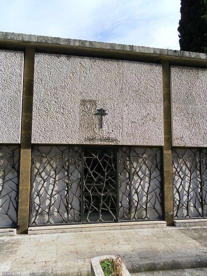 File:Roma cimitero Verano tomba De Filippo.jpg