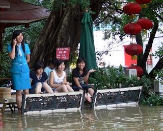 serveuse Yangshuo