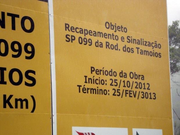 Erro em placa prevê término de obras na Tamoios para 3013 (Foto: Janaina Renata Dias da Silva/ VC no G1)