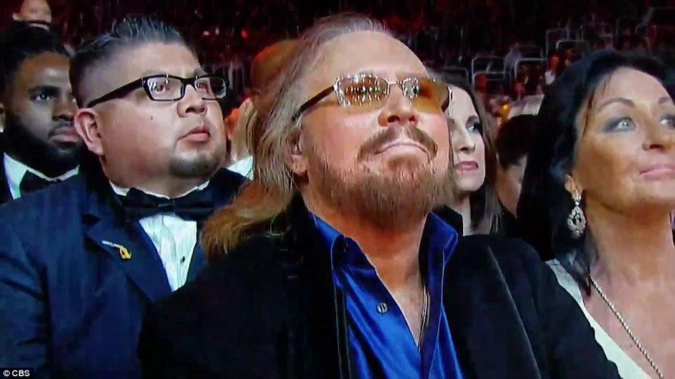 Orgulhoso: Sobrevivendo Bee Gees membro Barry Gibb assistiu o desempenho da multidão