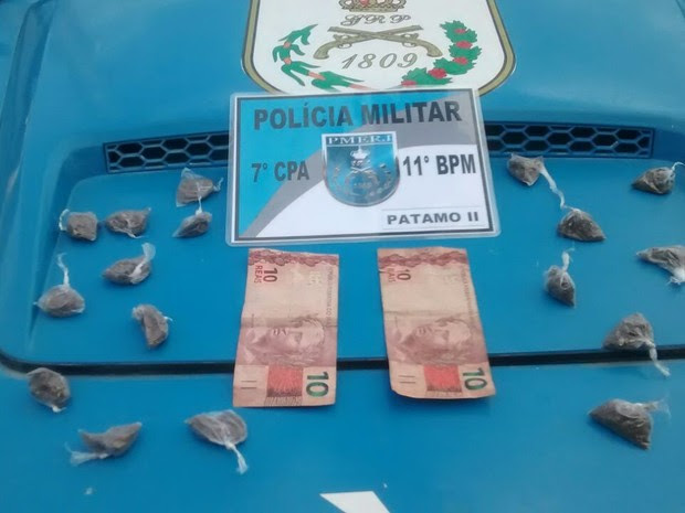 Drogas foram apreendidas com o jovem (Foto: Divulgação/Polícia Militar)