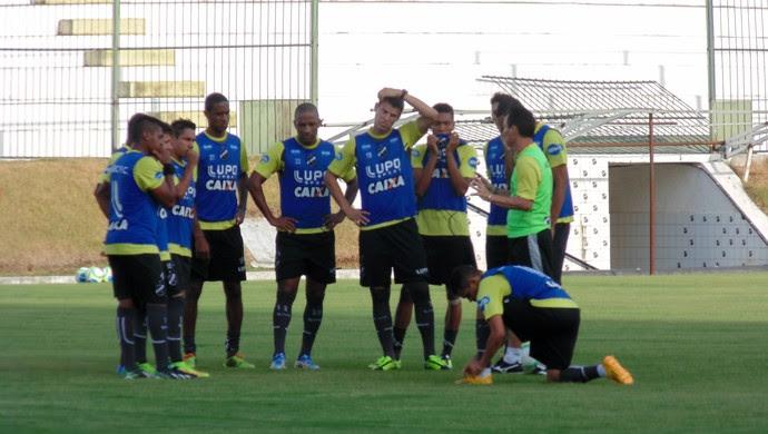 ABC - treino - Frasqueirão (Foto: Carlos Arthur da Cruz/GloboEsporte.com)