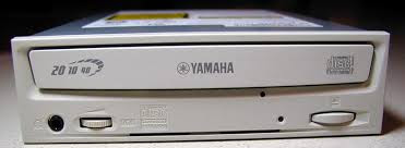 Bán CDRW Yamaha CRW-3200 8MB cache- ghi Audio Master Quality Recording + CDRW plextor