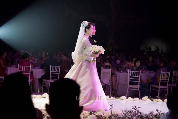 1 trong 3 mẫu váy cưới của Thu Thảo được lấy cảm hứng từ mẫu váy của công nương Grace Kelly - Ảnh 2.