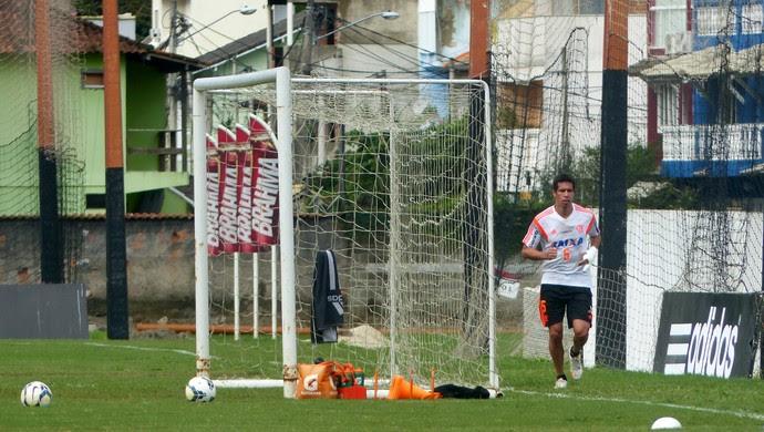 Cáceres Treino Flamengo (Foto: Globoesporte.com)