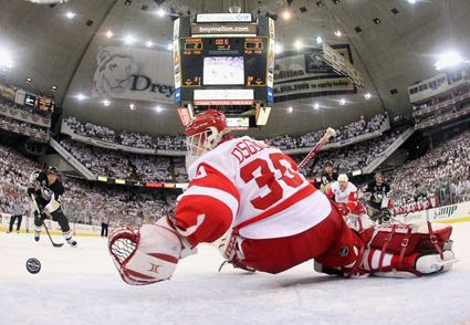 Osgood Red Wings photo Osgood vs Penguins.jpg