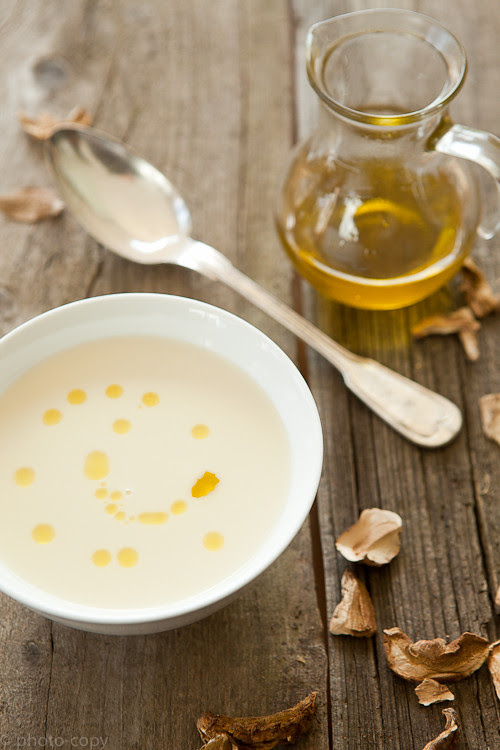 Donna Hay's couliflower soup with porcini oil