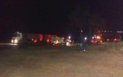 Laranjeiras - Grave acidente entre carreta e carro é registrado na noite desta segunda dia 06