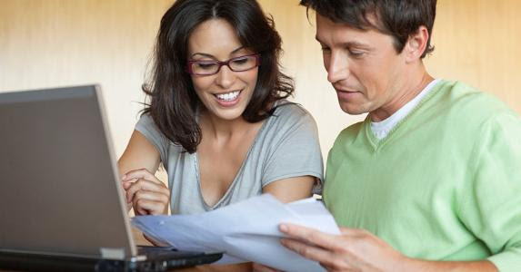 Couple working on budget together © iStock