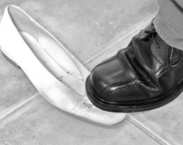 compare flight and your shoes essay Shoes are, after all, armor with which we can protect our feet as well as the foundation needed for taking on whatever the day may throw our way (whether it's a torrential downpour or four flights.