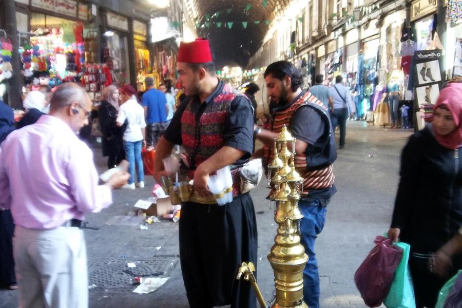 A pesar de la crisis, el Suq Hamidiyeh de Damasco nunca perdió su vitalidad. (Foto: Pablo Sapag M.)