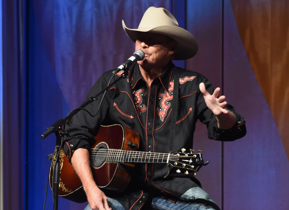 NASHVILLE, TN - OCTOBER 23:  Alan Jackson performs during the 2017 Nashville Songwriters Hall Of Fame Awards at Music City Center on October 23, 2017 in Nashville, Tennessee.  (Photo by Rick Diamond/Getty Images)