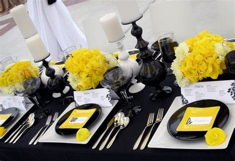 LOVE this yellow, black, and white tablescape   Wedding