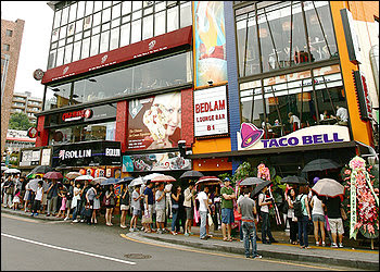 On the day of Taco Bell's grand opening in Itaewon, the line  stretched 40 minutes outside.