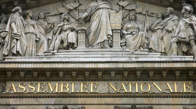http://static.lexpress.fr/medias_10105/w_640,h_358,c_fill,g_center/v1418884160/la-facade-de-l-assemblee-nationale-a-paris_5173767.jpg