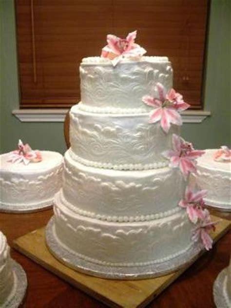 Lily Wedding Cakes   http://www.cake decorating corner.com/