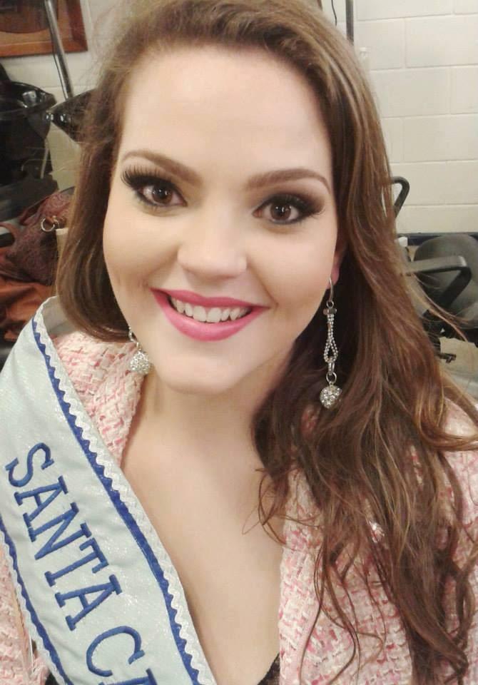 Modelo catarinense é eleita a Mais Bela Gordinha do Brasil (Foto: Reprodução/Facebook)