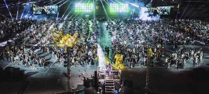Τα σπάει! 1.000 ντράμερ, κιθαρίστες και τραγουδιστές απογειώνουν μαζί ένα από τα καλύτερα ροκ τραγούδια [βίντεο]