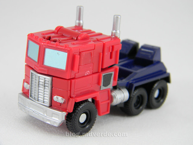 Transformers Optimus Prime Reveal the Shield Legends - modo alterno