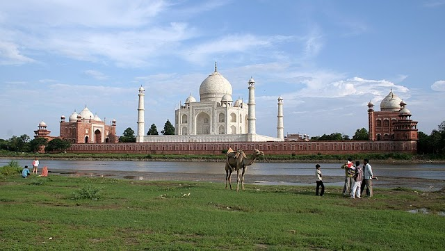 Seven World Wonder : Taj Mahal , Agra