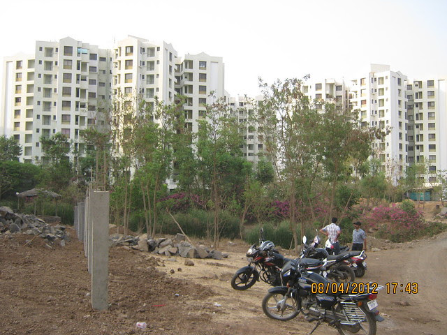 Visit Gera's Park View1, 1 BHK & 2 BHK Flats at Gera's Emerald City, near EON IT Park, Kharadi, Pune 411014 - Emerald City (North) 2