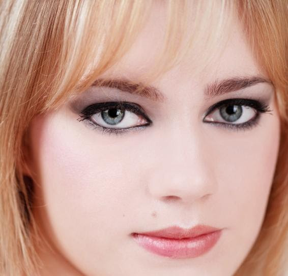 Makeup Tips - Natural Makeup Look For Blue Eyes Blonde Hair - Natural looking makeup for blue eyes and blonde hair.