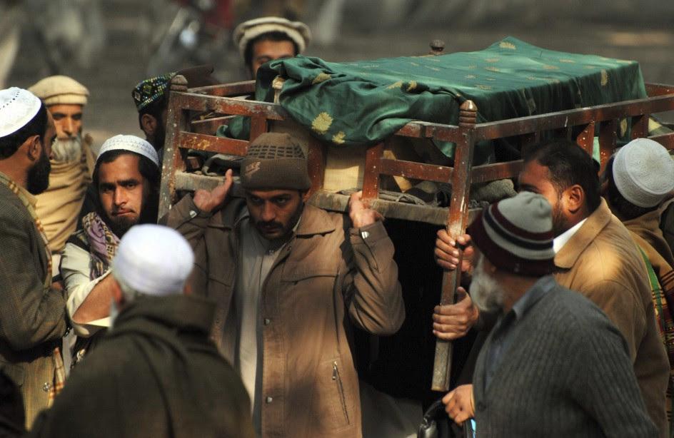 Entierro de las víctimas de Peshawar