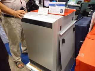 Kohjinsha KL-1 amplifier (3CX3000A7) with full digital control for Y1,260,000 (~US16,000)