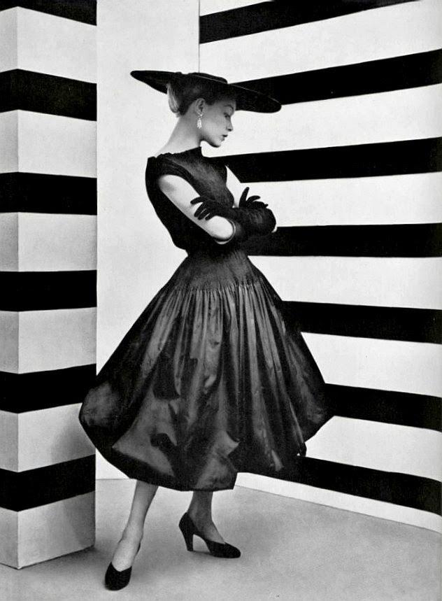 Le style du taffetas noirL'Officiel #361, 1952Photographer: Philippe PottierBalenciaga, Spring 1952