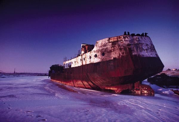 Navio encalhado no Mar seco de Aral-1