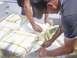 SANTO DOMINGO.- Ocupan 103 paquetes de cocaína a tres hombres en una transacción en Bella Vista