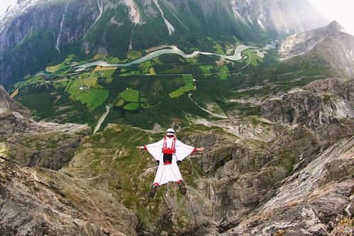 montañas Wingsuit Base Jump