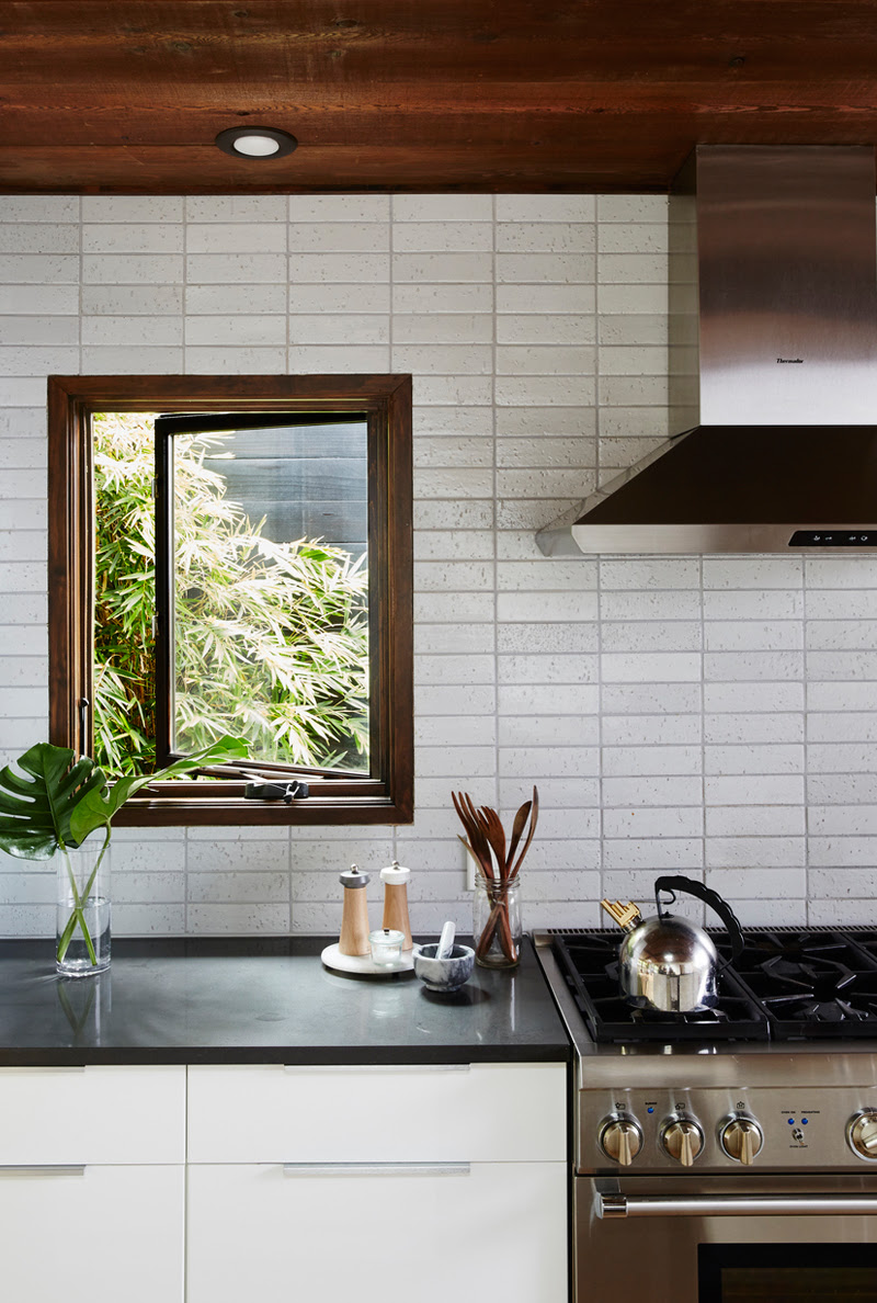 Creating the Perfect Kitchen Backsplash with Mosaic Tiles ...