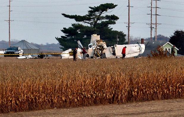 Destroços do pequeno avião acidentado nesta sexta-feira (1º) no condado de Houston, em Minnesotta (Foto: AP/The La Crosse Tribune/Peter Thomson)