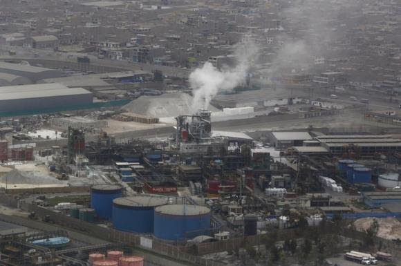 Aerial view of a factory in Callao, November 30, 2014. Peru will host the annual United Nation's Climate Change Conference (COP20) of the U.N. Framework Convention on Climate Change (UNFCCC) in Lima from December 1 - 12. REUTERS/Mariana Bazo