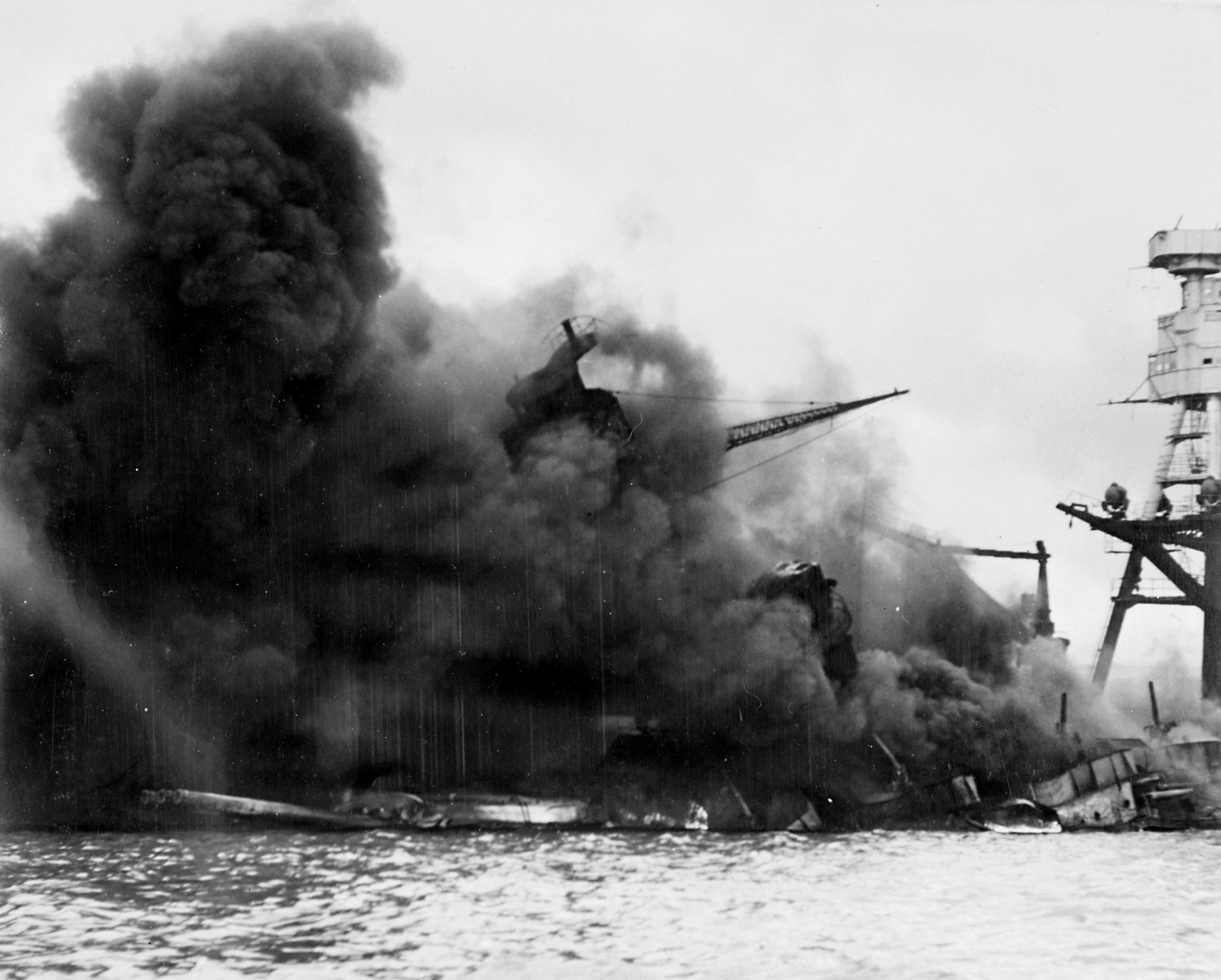 Archivo:USSArizona PearlHarbor.jpg