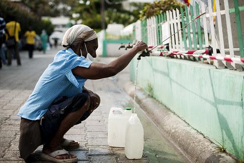 Haiti earthquake - Port au Prince field hospital