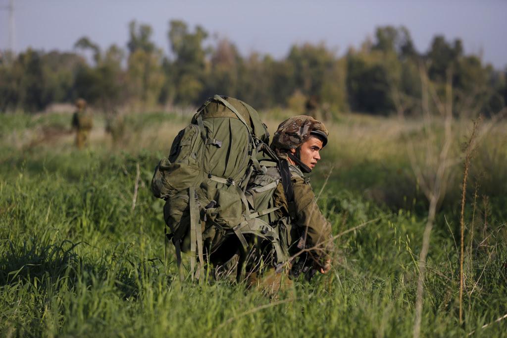 Un'esercitazione militare israeliana al confine tra Gaza e Israele, il 13 gennaio 2016. - Amir Cohen, Reuters/Contrasto