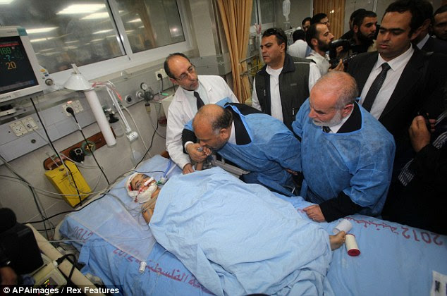 Visit: Egypt's Islamist Freedom and Justice Party leader Saad al-Katatni visits the injured in Gaza