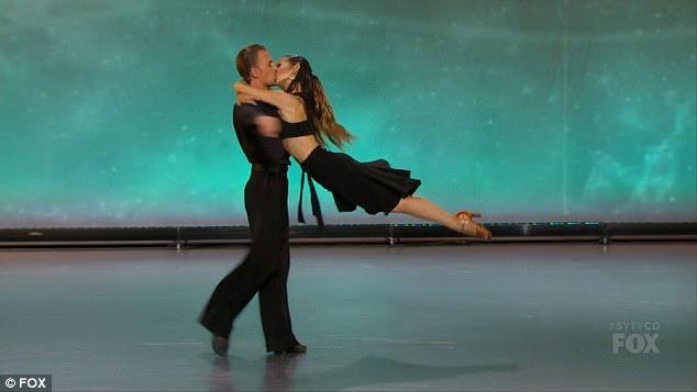 Casado: Kristina e Vasily fizeram uma dança fumegante juntos