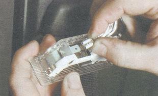 статья про замена плафона освещения салона ВАЗ 2106