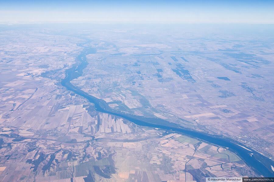 Река Дунай между Болгарией и Румынией, вид с самолёта