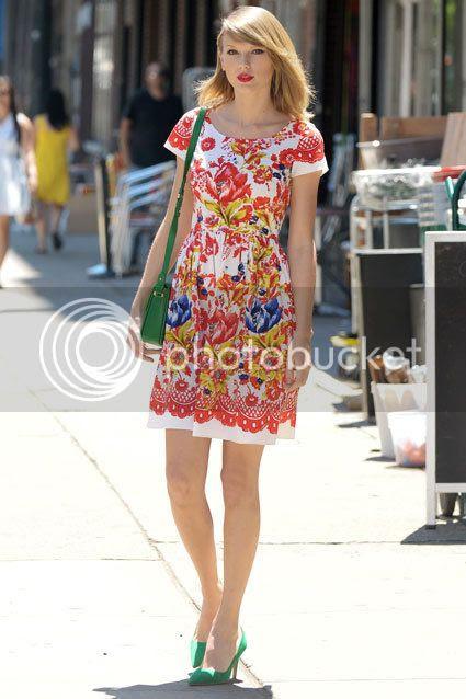 Fashion War: Taylor Swift vs Amal Clooney photo Taylor-Swift-printed-oscar-dela-renta.jpg