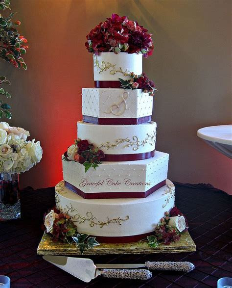Elegant Burgundy and Gold Wedding Cake Omg this is the