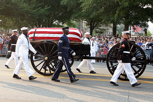 http://www.mikelynaugh.com/ReaganFuneral/Images/IMG_5424.jpg
